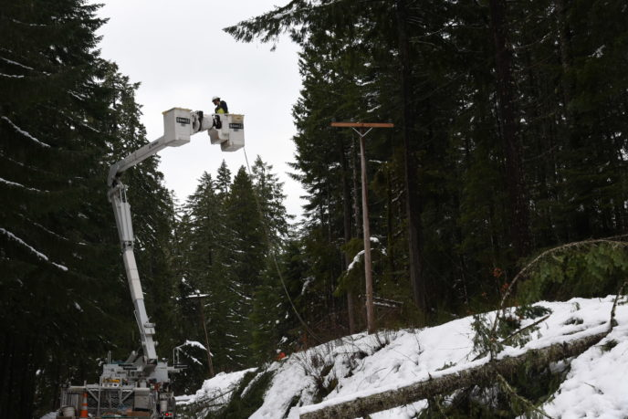 Crew restores power after snow storm