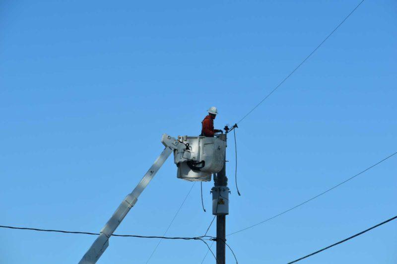 Crews restoring power in Creswell