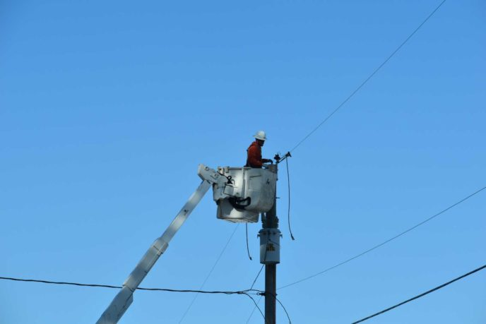Crews restoring power in Creswell