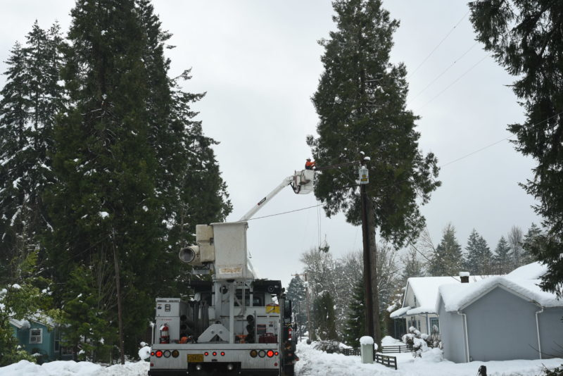 Salem Electric assisting with power restorations